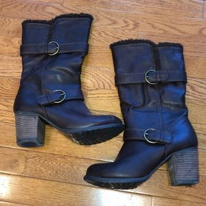 Shoes - NWOT brown faux fur lining boots with a heel